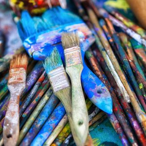 Colourful photograph of paint brushes of various sizes